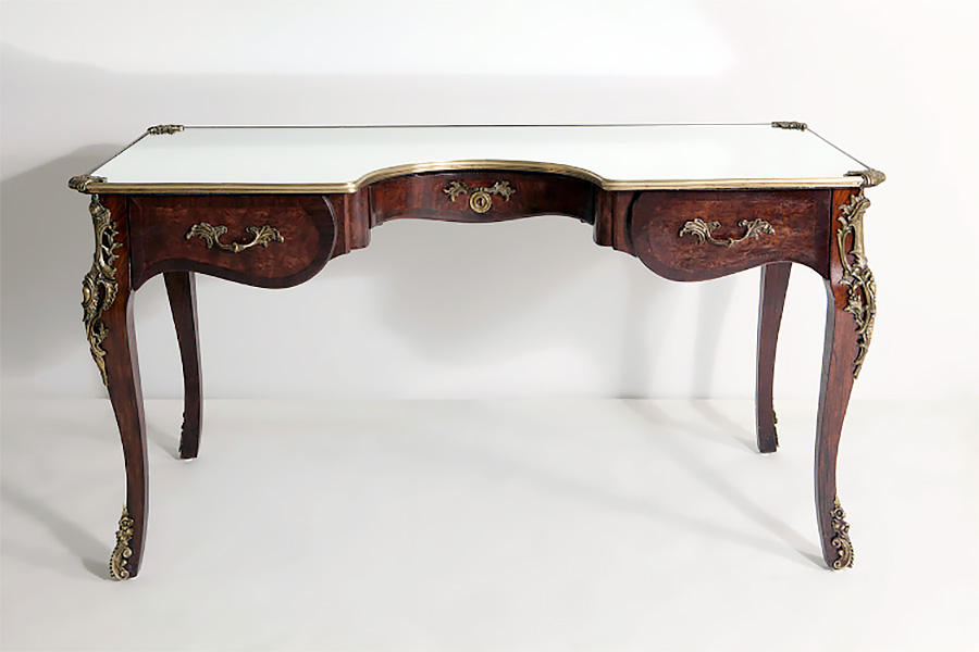 Narcissus Desk